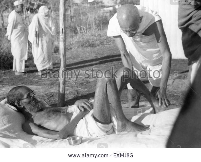 mahatma-gandhi-attending-to-the-leper-patient-sanskrit-scholar-parchure-EXMJ8G